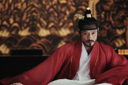"Still Cuts of Lee Byung Hun in ""King of Joseon"""