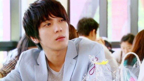 "Fashion Closet: Jung Yong Hwa's Dandy Looks from ""Heartstrings"""