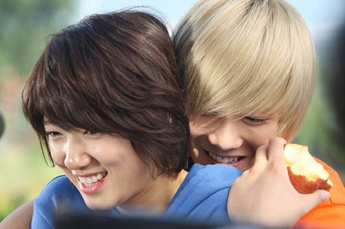 A.N.Jell Bandmates Park Shin Hye and Lee Hong Ki Encourage Each Other on Twitter