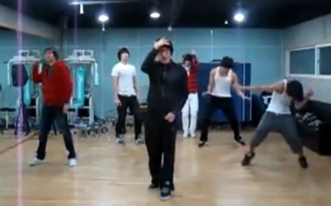 """2PM's """"Electricity"""" Rehearsal Video Makes Its Way Online"""