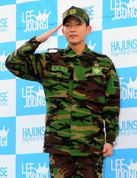 Lee Jun Ki Discharged from Military Service