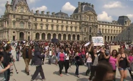 French K-Pop Fans Hold Street Rally for 2nd SM Town Concert