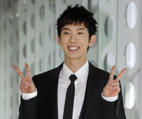 Jo Kwon Hints at 2AM and 2PM Variety Show Reunion