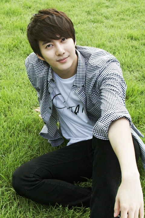 SS501's Kim Hyung Jun Decorates Front Page of Indonesian Newspaper