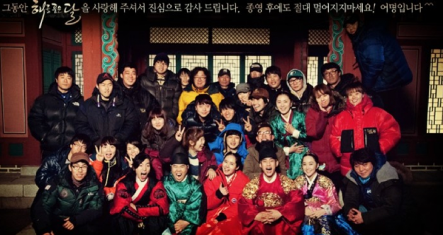 """The Moon That Embraces the Sun"" Cast Celebrates"
