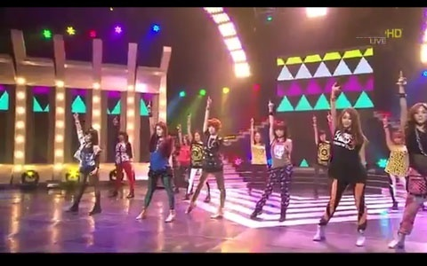 """T-ara Performs """"Lovey Dovey""""  Feat. Co-ed on Music Core"""