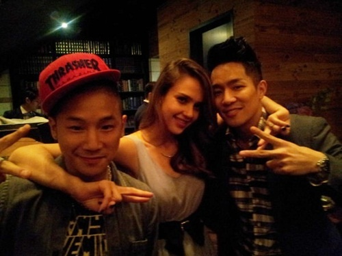 Jessica Alba Snaps Photo with Baek Ji Yeon and Mighty Mouth, Goes Clubbing in Korea