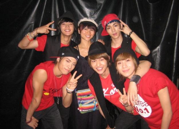SHINee Strikes a Pose With Choreographer
