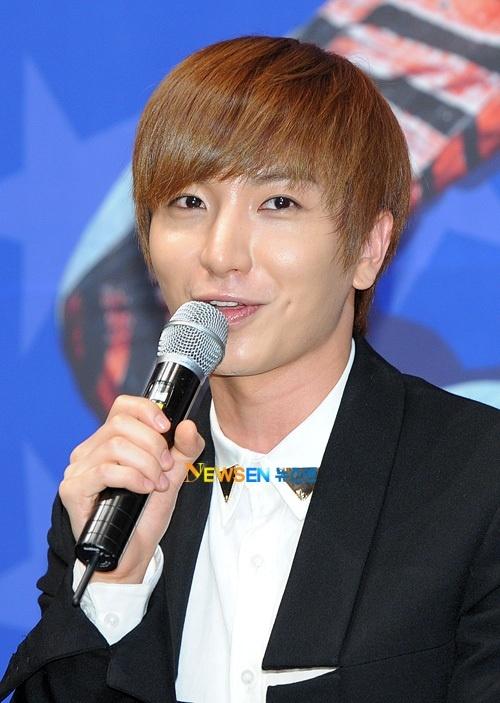 Super Junior's Leeteuk Tweets About Super Show 4 in France