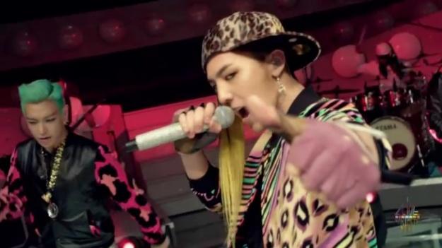 """Big Bang Gives Band Performance of """"Fantastic Baby"""" on """"YG on Air"""""""