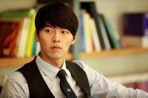 Hyun Bin Spotted Shopping in Apgu