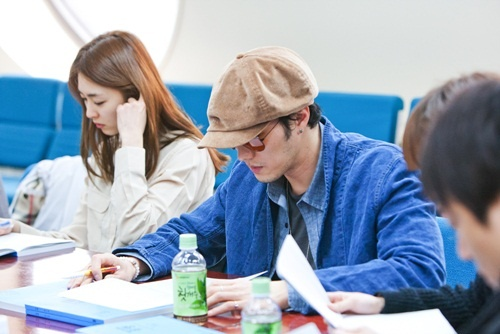 "So Ji Sub Looks Stylish in His Script Reading for ""Ghost"""