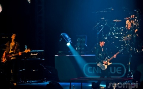 """[Concert Review] FTISLAND & CNBLUE """"Stand Up"""" by M Live"""