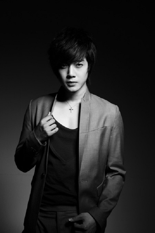 Kim Hyun Joong's Comeback Mini-Album Available for Pre-Sale!