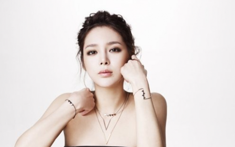 Park Shi Yeon's Summer Fashion for Cosmopolitan