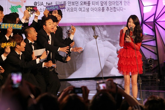 Idols Rock Out The 2011 Style Icon Awards