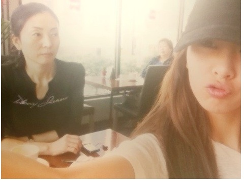 G.NA Unveils Her Lovely Date with Mom