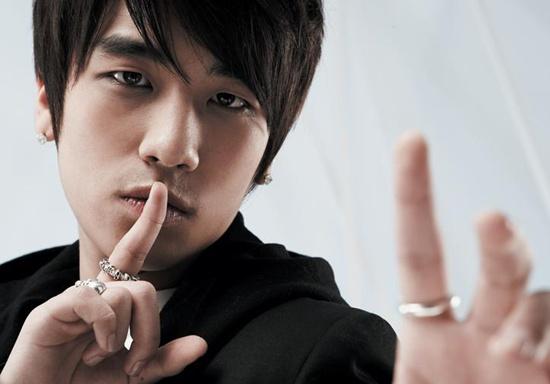 "Seungri Shows How to Do BIGBANG's ""Bad Boy"" Dance"