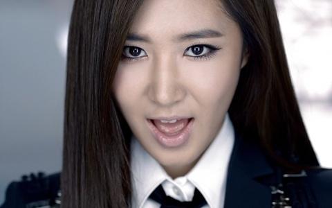 "Girls' Generation Yuri Under Fire for ""Acting Black"""