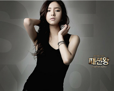 "Did Shin Se Kyung Wear Her Skirt Inside Out on ""Fashion King?!"""