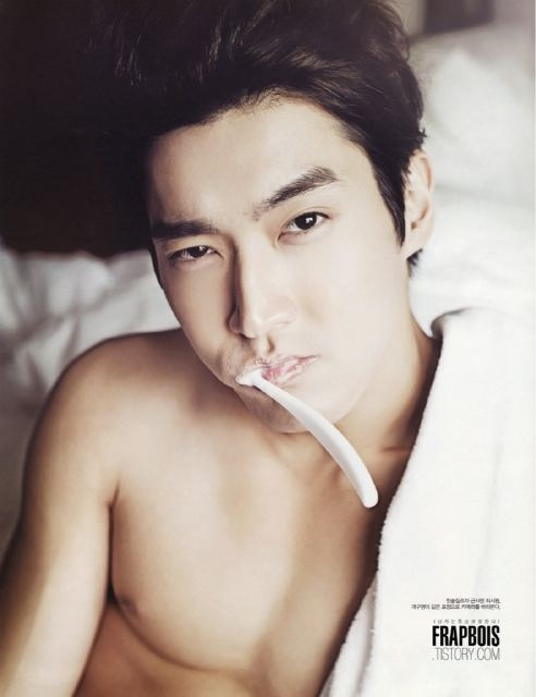 Super Junior's Siwon Tweets While Brushing His Teeth