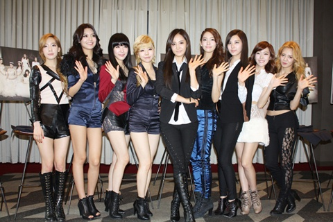 Video of SNSD Going Through Airport Security Attracts Attention