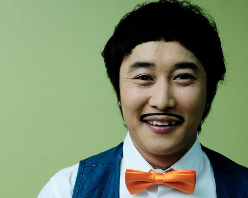 Kim Ji Ho Reveals Old Pictures of Comedians Lee Soo Geun and Kim Byung Man
