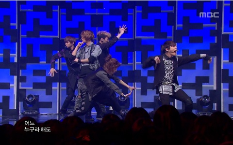 shinee-performs-sherlock-on-music-core-1_image