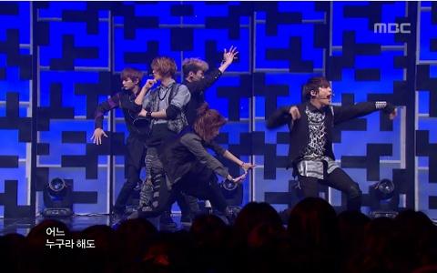 "SHINee Performs ""Sherlock"" on Music Core"