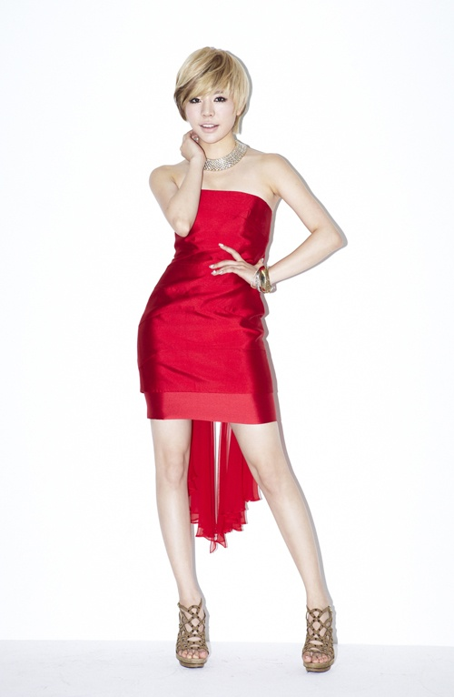 """Girls' Generation Sunny Poses in Her """"Catch Me if You Can"""" Character"""