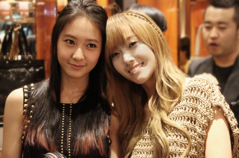 SNSD's Jessica and f(x)'s Krystal's Sisterly Love