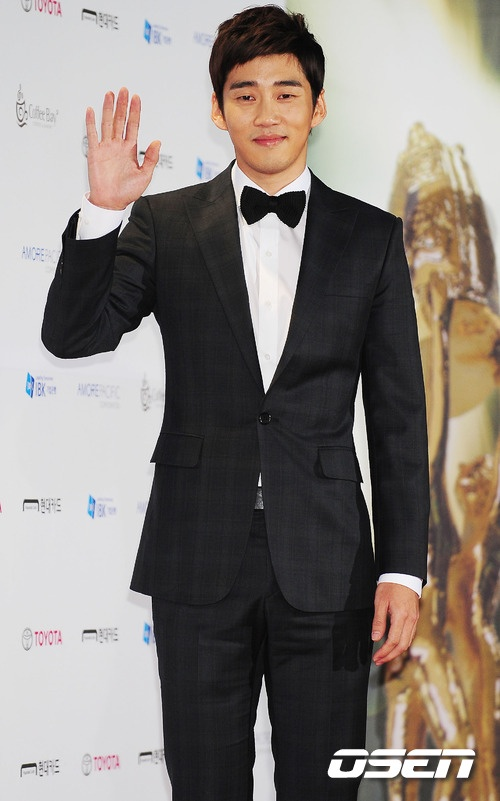 Yoon Gye Sang Favorably Reviewing Movie Deal in Favorable Light