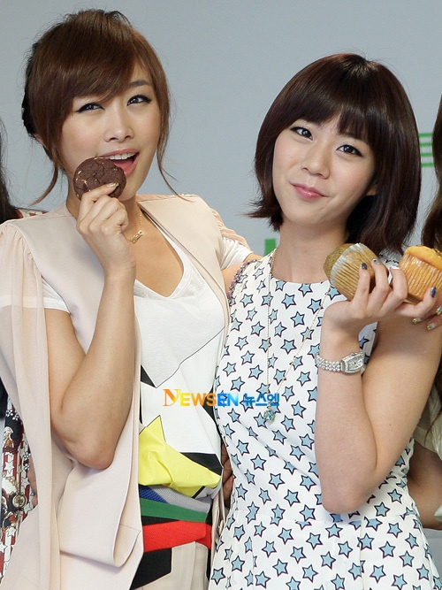 KARA's Nicole and Han Seung Yeon Are Twins?