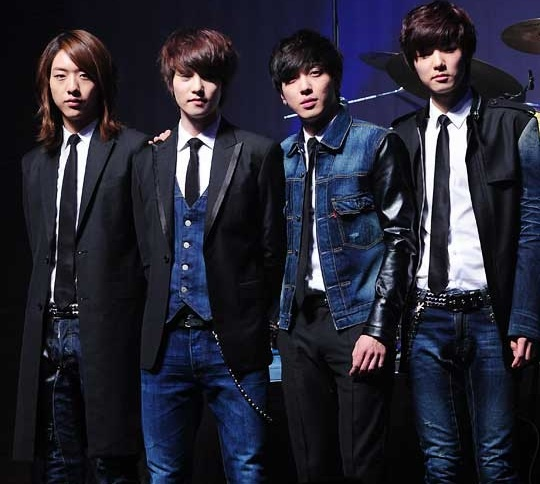 "CNBlue Was #1 in Album Sales Last Week of March According to ""Hanteo Charts"""
