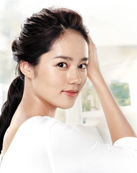 """""""The Moon that Embraces the Sun's"""" Han Ga In Shows Off Her Flexibility"""