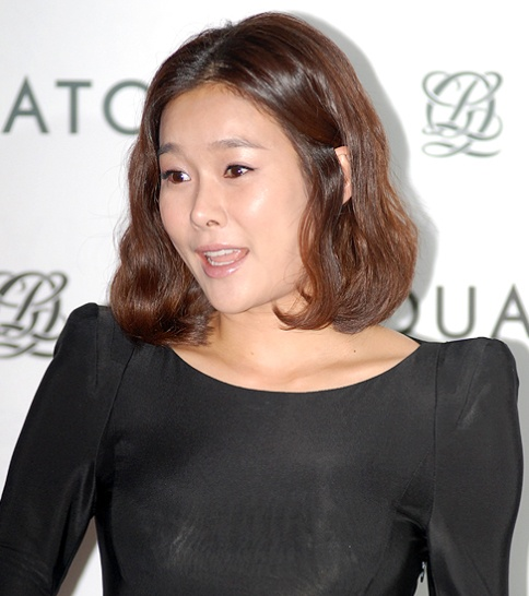 Hyun Young Is 3 Months Pregnant or Not?