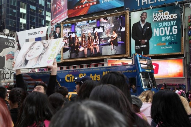 SNSD's Interview with MTV Iggy Gets Live Broadcasted in Times Square