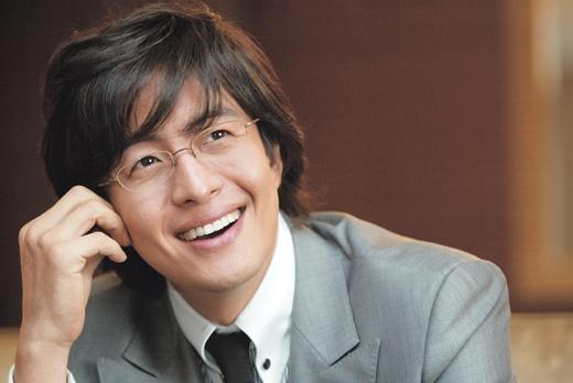 Bae Yong Joon Denies Wedding Rumors with Girlfriend