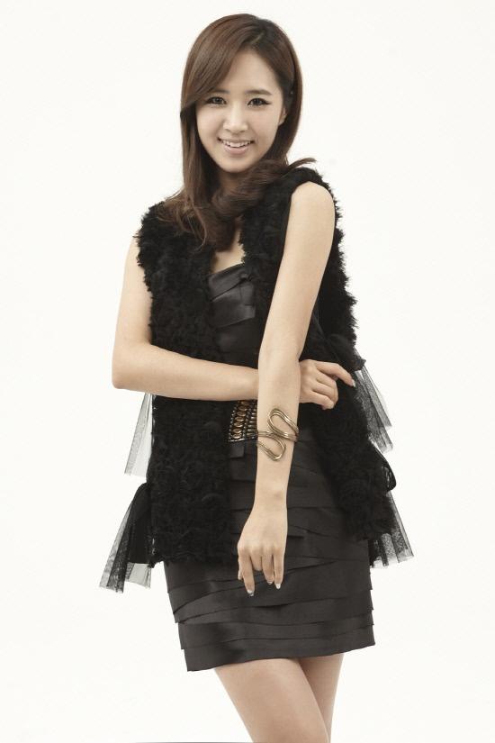 "SNSD's Yuri Says Farewell on ""Music Core"""