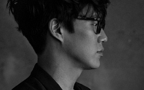 Balladeer Sung Shi Kyung Reveals New Look for Comeback