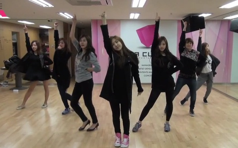 """A Pink Releases Dance Practice Video for """"My My"""""""