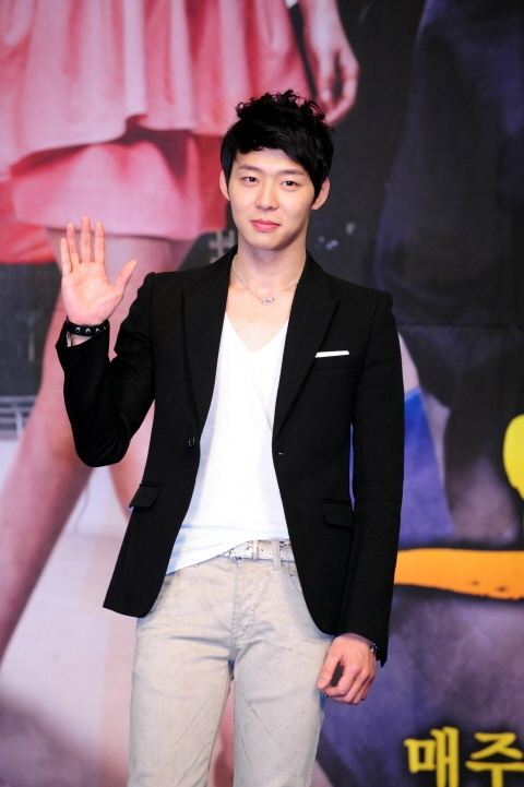 "Park Yoo Chun Faints on the Set of ""Rooftop Prince""?"