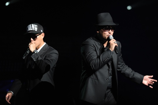 """LeeSsang Holds """"LeeSsang Theaters,"""" Gives Laughter and Touches Hearts"""