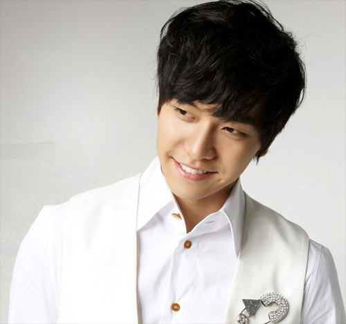 """Lee Seung Gi: """"I Wouldn't Mind a Girl with Glamorous and Ingenuous Beauty"""""""
