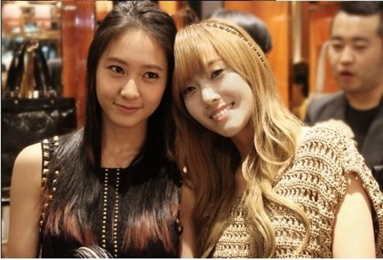 the amazing jung sisters jessica and krystal shows off