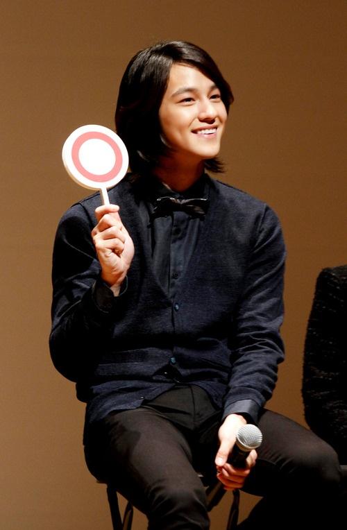 Kim Bum Visits Japan for Fan Club Inauguration Ceremony