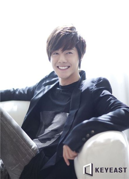 """Kim Hyun Joong Releases Acoustic Version of """"Be My Girl"""" for Holidays"""