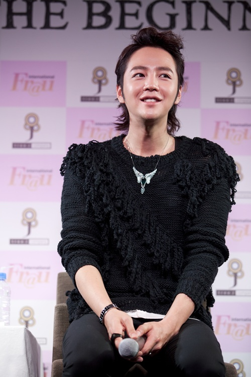 Jang Geun Suk Performs for 45,000 at the Tokyo Dome