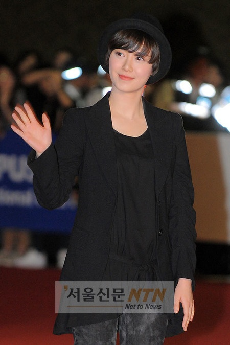 Hyesun @ the 2010 PIFF red carpet (7/10/10)
