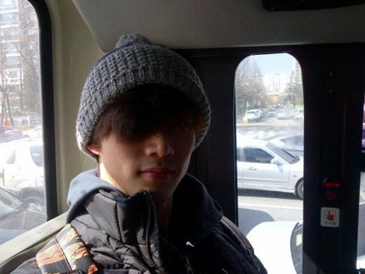 2PM's Taecyeon Uses Public Transportation